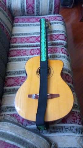 Guitarra electroacustica luthier alberto paredes