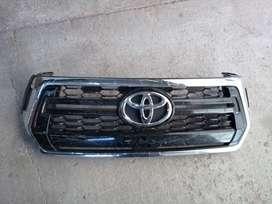 Parrilla Rejilla P/ Toyota Hilux 19-21 Cromada