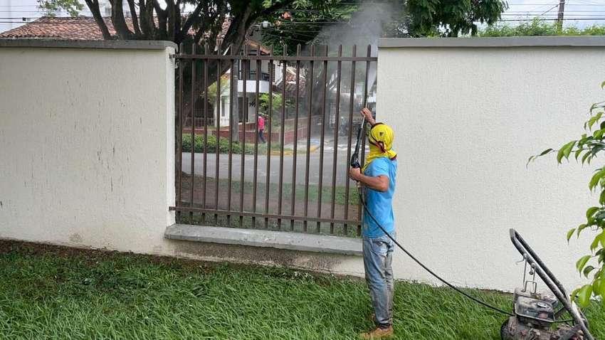 lavado de fachadas con hidrolavadora en pereira