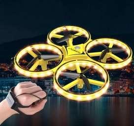 Drone con sensor de movimiento y control de mano