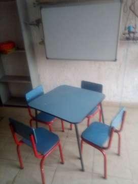 juego de sillas y mesa kinder con tablero