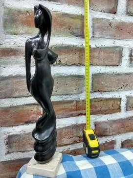 Escucho Oferta Estatuilla de  madera de ébano