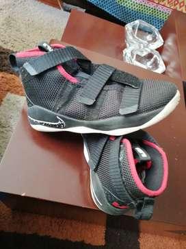 Zapatos para baloncesto talla 33.5