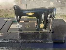 Vendo maquina de coser KOOP