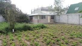 Vendo terreno esquinero con casa en Salcedo