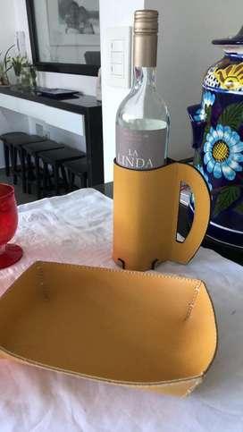 Porta botella con panera haciendo juego  Porta botella ideal p/regalo nuevo ideal para regalos