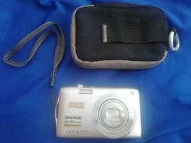 Vendo cámara digital Marca nikon con 16.omegapixels