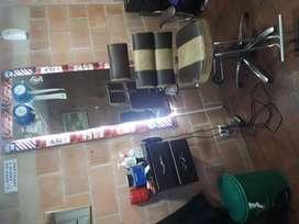 Puesto de barbera con sof sala de espera