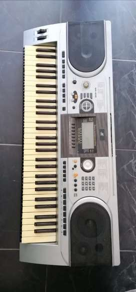 SE VENDE ESPECTACULAR PIANO ORGANETA