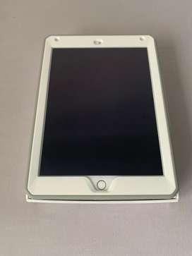 Ipad air 2 dorado de 64gb buen estado con forro y protector de pantalla puesto