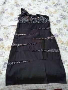 Vestido fiesta negro, talle 46 algodon rasado, detalles de encaje con lentejuelitas, corto, forrado