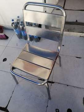 Vendo 85 sillas de acero para negocio