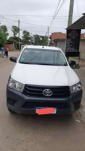 Vendo toyota cabina simple año 2017