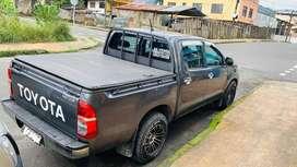 Camioneta doble cabina 4x2 a gasolina. Único dueño
