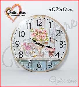 Reloj de pared de madera estilo vintage