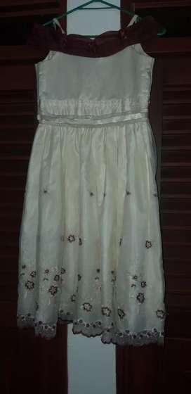 Se vende 2 lindos vestidos San Pedro
