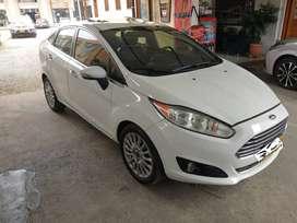 Vendo Ford fiesta titanium 2014