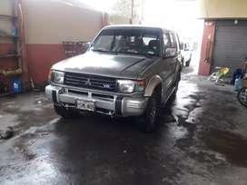 Mitsubishi Montero año 96 4x4 llantas casi nuevas vidrios electricos aire acondicionado
