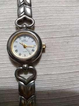 Vendo reloj de dama.