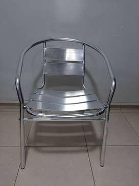 Vendo sillas Aluminio Cromado .Apilables. Buen estado.Villa Carlos Paz. Cba.
