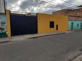 Excelente Casa lote adecuado para parqueadero, sobre via principal en Fontibon. Bogota.
