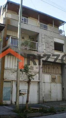 Galpón con dos propiedades en venta - Avellaneda