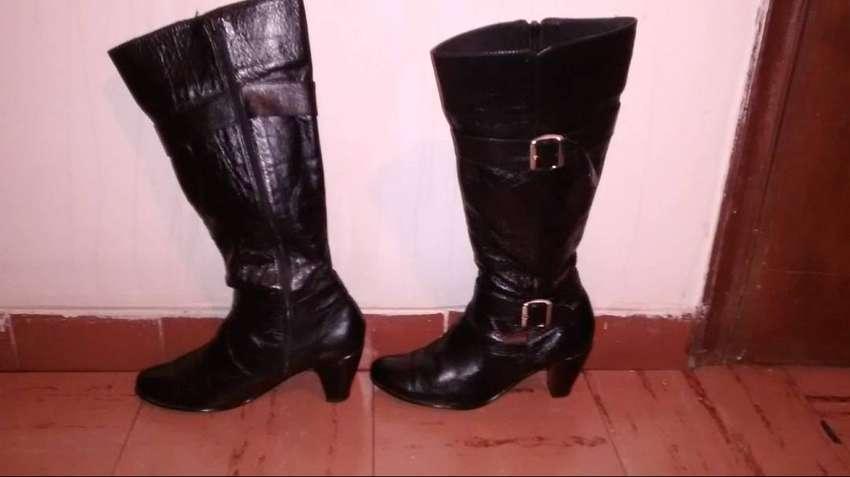 Vendo botas en CUERO elegantes mujer 0