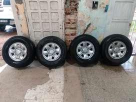 Vendo ruedas originales de Toyota Hilux