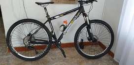 Hermosa y bien montada bicicleta diamondback rin 27.5