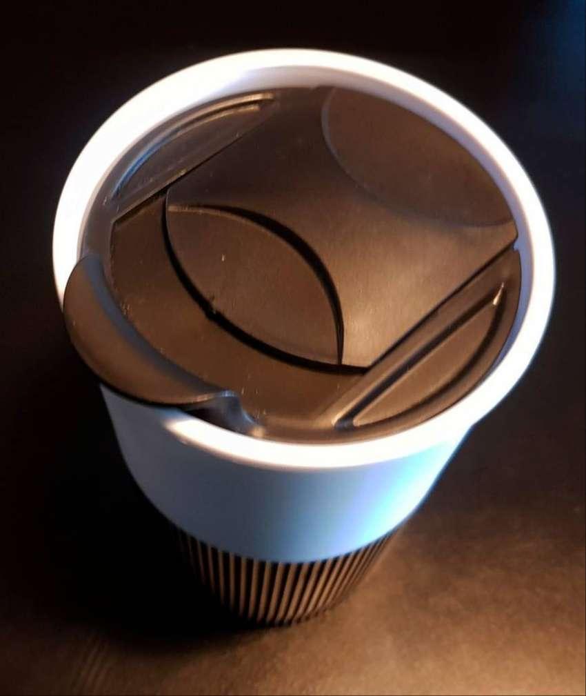 Vaso térmico plástico con tapa. ENVIOS 0