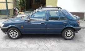 Bonito automovil Ford Fiesta del 96 en optimas condiciones tanto motor como carroceria