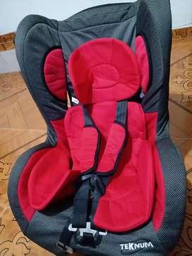 Silla de bebé para carro en muy buen estado