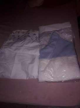 Vendo mochila porta bebé babero y un juego toalla sin uso y un juego sabanita todos x 800