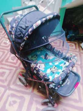 Se vende coche para bebé  buen estado