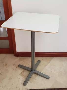 Mesa Comedor tipo bar marca de mueble sueca IKEA. Altura 104 cm. Ideal para terrasa. Vendemos también sus sillas