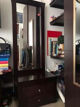 Espejo con gaveta