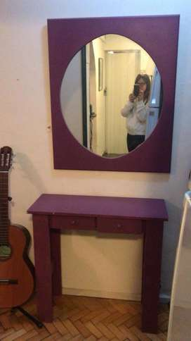 Mesa con dos cajones y con espejo