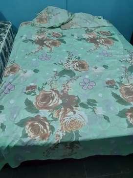 2 camas de plaza y media y 1 cama de 2 plazas
