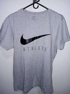 Camisa Nike gris