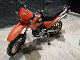Vendo moto con poco uso