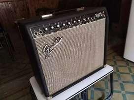 amplificador Fender 65R
