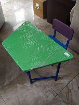Mesita escritorio para niños