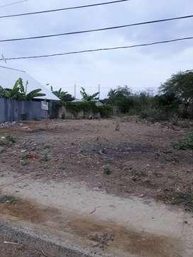 Vendo o cambio x vehiculo terreno ubicado en bahia sector km6