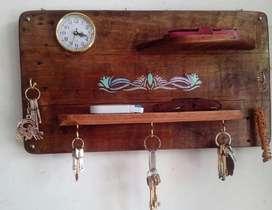 Organizador madera recuperada para celular y llaves con reloj