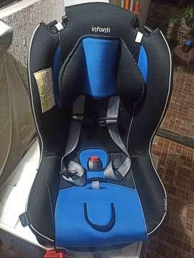 Silla de niñ@ / bebe para carro en perfecto estadoo