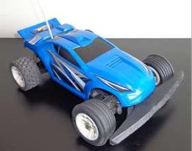 Carro a control remoto marca Hot Wheels todoterreno