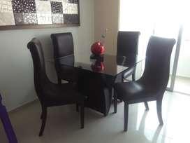 Comedor de cuatro puestos + sillon + puff + mesa de centro+alfombra roja