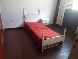Vendo cama individual y mesa de luz
