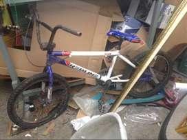 Vnedo bicicleta Redline 2012 remato