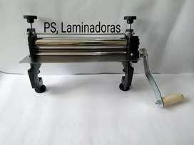 Maquina Laminadora de Masa, Manual rodillos de 30cm, color negro.